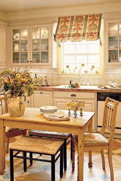 Beautiful French Country Kitchen Decoration Ideas French country style uses basic fabrics like cotton, canvas or toile. In addition, the walls need to have a neutral color. Usually, a French country kitchen employs clean and light colors like off-… Cozy Kitchen, Eat In Kitchen, Kitchen On A Budget, Updated Kitchen, Kitchen Decor, Kitchen Ideas, Kitchen Updates, Neutral Kitchen, Kitchen Inspiration