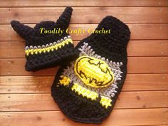 Check out this item in my Etsy shop https://www.etsy.com/listing/187424842/super-hero-cape-and-hat-set-of-bat-baby