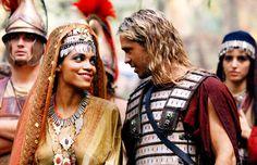 Rosario Dawson & Colin Farrell in 'Alexander' (2004).