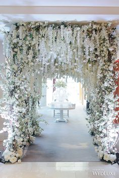 WedLuxe– A White Wisteria and Silver Sparkle Dream | Photography by LifeImages. Follow @WedLuxe for more wedding inspiration!