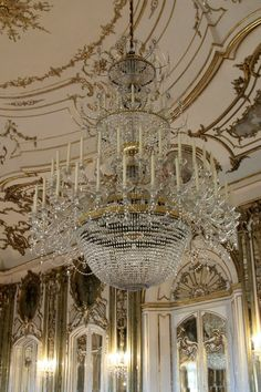 I have a sick fascination of chandeliers. Antique Chandelier, Chandelier Lighting, Lustre Antique, Ancient Greek City, Dramatic Lighting, Pretty Lights, Pictures To Paint, Inspired Homes, Decoration