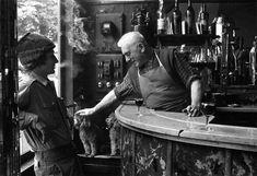 Robert Doisneau. Jean Settour, bar des BOF place des Innocents 1972
