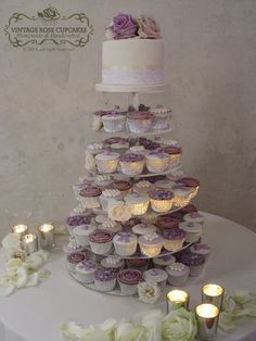 Purple wedding cake and cupcakes, actually this will be the style of my cake! i want the whole vintage/romantic look @altayraliz