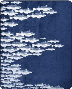 Maritime Wohndecke »Fish« der Marke pad. Mit dieser tollen Decke holen Sie sich eine Meeresbrise nach Hause auf die Couch - der abgebildete Fischschwarm gibt einem das Gefühl mit den Fischen zu schwimmen. Tauchen Sie unter diese Kuscheldecke aus 60% Baumwolle & 40% Polyacryl und genießen Sie das wohlig weiche Gefühl auf der Haut und die sich ausbreitende Wärme. Viel Freude mit dieser schicken W...