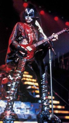Rock N Roll Music, Rock And Roll, Kiss Music, Gene Simmons Kiss, Kiss Members, Vinnie Vincent, Eric Carr, Vintage Kiss, Kiss Pictures