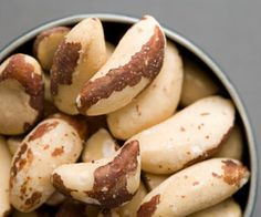 Brazil Nuts - rich, creamy nuts are high in protein, healthy fats, and selenium, a mineral that's essential for proper immune function and may help guard against infections and flu. Healthy Fats, Healthy Snacks, Healthy Eating, Stay Healthy, Good Foods To Eat, I Foods, Nut Benefits, Selenium Benefits, Health Benefits
