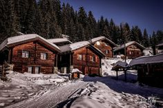 Princess Mary of Denmark rented private Swiss ski lodge on AirBnB Swiss Ski, Swiss Chalet, Princess Marie Of Denmark, Princess Mary, Wallis, Snowboard, Wooden Lodges, Pictures Of Princesses, Prince Frederik Of Denmark