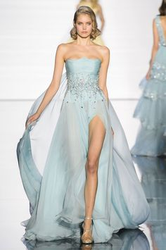 Zuhair Murad at Couture Spring 2015 - Runway Photos Zuhair Murad Haute Couture, Style Couture, Haute Couture Dresses, Haute Couture Fashion, Elegant Dresses, Pretty Dresses, Formal Dresses, Victor Ramos, Fashion Week