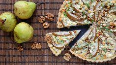 Podzimní koláč s nivou, ořechy a hruškami