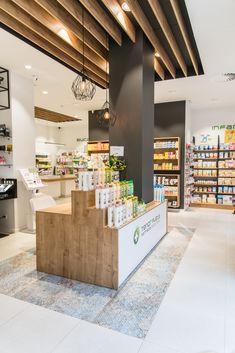 New fruit shop design beautiful Ideas Pharmacy Store, Retail Shelving, Fruit Shop, Boutique Decor, Clinic Design, Beauty Salon Interior, Retail Store Design, Store Interiors, Rack Design