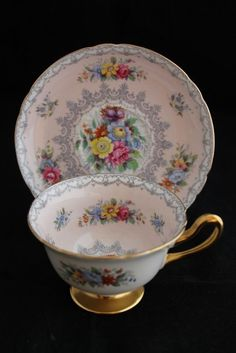 Shelley England Vintage Tea Cup And Saucer - Pink Flowers And Crochet Details China Cups And Saucers, Teapots And Cups, Party Set, Tea Party, Vintage China, Vintage Tea, Tea Cup Saucer, Tea Cups, China Tea Sets