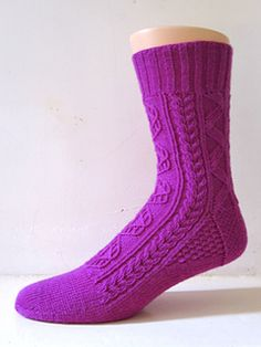 A sock featuring some classic Bavarian twisted stitch motives, many of which have been collected in the three excellent volumes of 'Baeuerliches Stricken' by Lisl Fanderl. I have named this design for her husband Wastl Fanderl, who was a prominent figure in collecting, curating and furthering traditional alpine music.