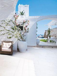 Hotel Don Ferrante, Monopoli, Puglia, Italy. Les pieds dans l'eau dans les Pouilles