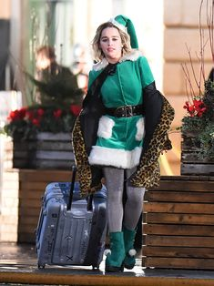 "Emilia Clarke - Filming ""Last Christmas"" in London Emilia Clarke Style, Outfits and Clothes. Last Christmas Movie, London Christmas, Winter Christmas, Daenerys Targaryen, Khaleesi, Emilia Clarke Last Christmas, Brown Bodies, Green Hair Colors, Celebrity Updates"