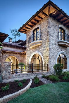 Spanish style – Mediterranean Home Decor Mediterranean Style Homes, Spanish Style Homes, Tuscan Style Homes, Mediterranean Architecture, Tuscan House, Stone Houses, Facade Architecture, Facade House, Exterior Design