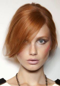 Redhead Makeup Tips – How To Contour and Highlight Your Face By: Carmina Alvarez The question I want to answer here is: Can redhead contour and highlight? The art of contouring and highlighting has been around for ages and has evolved over the years. Redhead Makeup, Hair Makeup, Makeup Tips, Fun Makeup, Pretty Makeup, Pretty Hair, Red Hair Woman, Fire Hair, Contouring And Highlighting