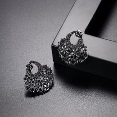Girls Earrings, Women's Earrings, Ear Jewelry, Jewelry Accessories, Designing Women, Swarovski, Wedding Rings, Engagement Rings, Womens Fashion