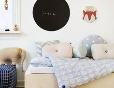 Rund sort tavle draw on me fra OyOy - enkel design Modern Kids Bedroom, Teen Bedroom Designs, Baby Bedroom, Baby Boy Rooms, Baby Decor, Kids Decor, Toddler Rooms, Toddler Bed, Jugendschlafzimmer Designs