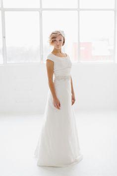 Schlichtes Hochzeitskleid in Weiß