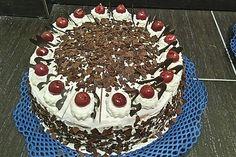 Black Forest Cake from Chefkoch-Video Strawberry Cheesecake Cake, No Bake Chocolate Cheesecake, Chocolate And Vanilla Cake, Strawberry Cake Recipes, Honey Recipes, Cream Recipes, Easy Cake Recipes, Frosting Recipes, Homemade Vanilla