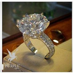 Be elegant and fabulous with this 15 cts Chopard Diamond Ring who stole my heart…