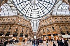 Cambiamenti per alcune vetrine della Galleria Vittorio Emanuele a #Milano. | #Prada #Versace