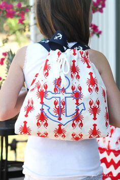 Summer Beach Bags - super cute beach bags with home dec fabric + backpack tutorial #iloverileyblake #lobsterfabric #backpacktutorial #thegirlinspired #homedecfabric