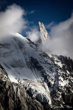 La Dent du Géant, un sommet du massif du Mont-Blanc, culminant à 4 013 m. http://www.sebastienpapon.fr/portfolio/paysages/chamonix-mont-blanc/
