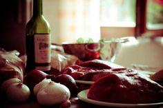 Červené a červené, to je kombinácia! Vínečko a mäsko. MŇAM