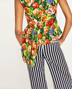 Image 4 of DRAPED FLORAL PRINT TOP from Zara