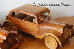 Coche Citroen hecho a mano en taller artesanal, madera de Iroko.
