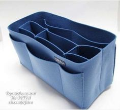 This isn't a pattern, but the idea of a felt purse organizer for inside those larger totes is a great idea. It would be removable for when you don't need it! Purse Organizer Pattern, Handbag Organization, Handbag Organizer, Felt Purse, Fabric Bags, Quilted Bag, Felt Diy, Bag Making, Purses And Bags