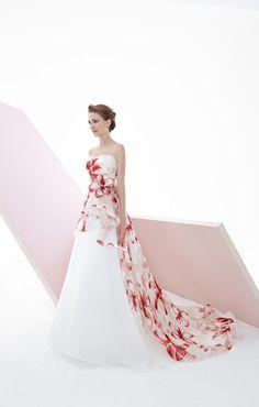 Le Rose Spose con la sua nuova collezione si insedia nella moda sposa. Un abito da sposa adatto ad una donna particolare. Abiti dallo stile moderno, liscio con l'aggiunta di organza e stoffe dallo stile floreale. Anatolia è un abito diviso, tra il classico colore bianco e delle fantasie ciliegio che, percorrono l'abito fino allo strascico. Richiedi un appuntamento gratuito sarà un piacere per noi accoglierti!   #wedding #dress #dresses #bride #egò #grazianavalentini #abitodasposa #repost…
