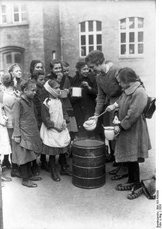 Speisung bedürftiger Kinder, Berlin 1924