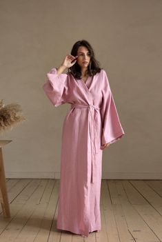 Natural linen robe in dusty pale pink makes a luxurious and functional gift. The linen fabric gets softer and softer with each wash and wear so you'll never want to take it off. Long Kimono, Kimono Dress, Stylish Clothes For Women, Stylish Outfits, Abaya Designs, Ethical Fashion, Lounge Wear, Natural Linen, India Fashion