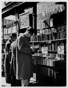 d Weiser's Book Store. Avenue, New York City.Circa / by Andreas Feininger I Love Books, New Books, Books To Read, People Reading, Vintage New York, Book Reader, Book Nooks, Library Books, Dieselpunk