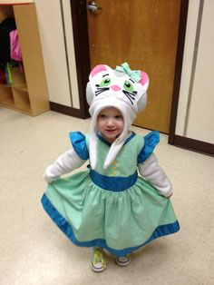 Katerina Kitty-cat - Daniel Tigers Neighborhood - My husband made this! his best attribute is how humble he is Daniel Tiger Party, Daniel Tiger Birthday, Halloween 2014, Halloween Crafts, Cat Costumes, Halloween Costumes, Costume Ideas, Daniel Tiger's Neighborhood, Dress Up Day