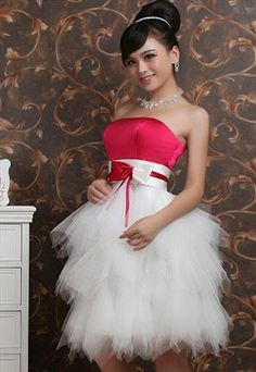 White & Red dress wedding or prom Young Bridesmaid Dresses, Cute Prom Dresses, Red Wedding Dresses, Wedding Bows, Trendy Dresses, Nice Dresses, Dress Prom, Wedding Events, Wedding Ideas