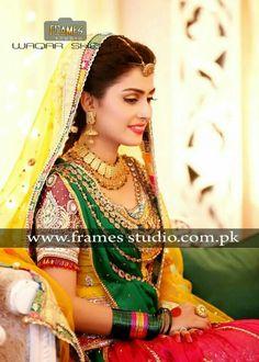 Ayeza khan on her Mehndi Pakistani Models, Pakistani Actress, Pakistani Wedding Outfits, Pakistani Dresses, Pakistani Clothing, Mehndi Pictures, Aiza Khan Wedding, Mehndi Dress, Mehendi