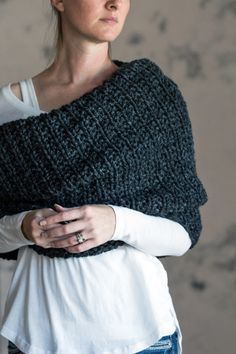 Ravelry: Cowl : Leadership pattern by Brome Fields Knitted Cape, Knitted Gloves, Knitted Shawls, Knitted Scarves, Loom Knitting Patterns, Knitting Yarn, Hand Knitting, Knitting Tutorials, Stitch Patterns