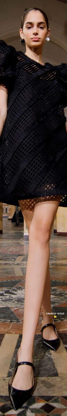 Carolina Herrera Spring 2021 RTW #SparklyGold ❀ Carolina Herrera, Glamour, Elegant, Gold, Spring, Clothes, Shoes, Style, Haute Couture