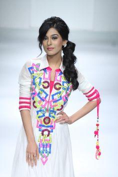Amrita Rao Latest Hot and Cute Photo Shoots | Startwitz