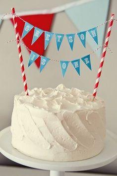 ケーキにガーランドを飾るテクニック♪ 思いつきそうで思いつきませんでした!