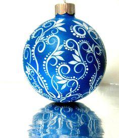 Petit bleu et blanc Noël ornement peint par PearlesPainting sur Etsy