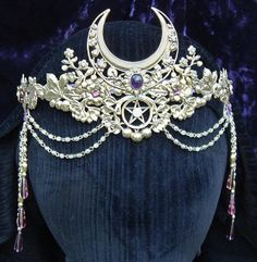 crown tiara reminds me of sailor moon Cute Jewelry, Hair Jewelry, Jewellery, Headpiece Jewelry, Sailor Moon Wedding, Crystal Crown, Crystal Garland, Circlet, Fantasy Jewelry