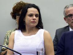 Dilma é comparável a mandante de assalto a banco, lembra Janaína https://lucianoayan.com/2016/06/29/dilma-e-comparavel-a-mandante-de-assalto-a-banco-lembra-janaina/