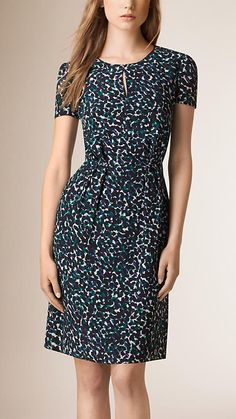 Graphic Print Silk Shift Dress - Burberry London                                                                                                                                                     Mais