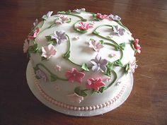 Petunia flower cake | by cakejournal