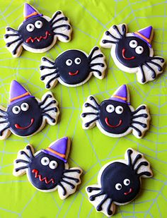 #Halloween Spider Cookies. How cute are these? #recipes for the sugar cookies and royal icing.