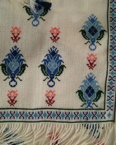 Fotoğraf açıklaması yok. German Shorthaired Pointer, Bargello, Pointers, Cross Stitch Patterns, Elsa, Diy And Crafts, Folk, Embroidery, Cotton